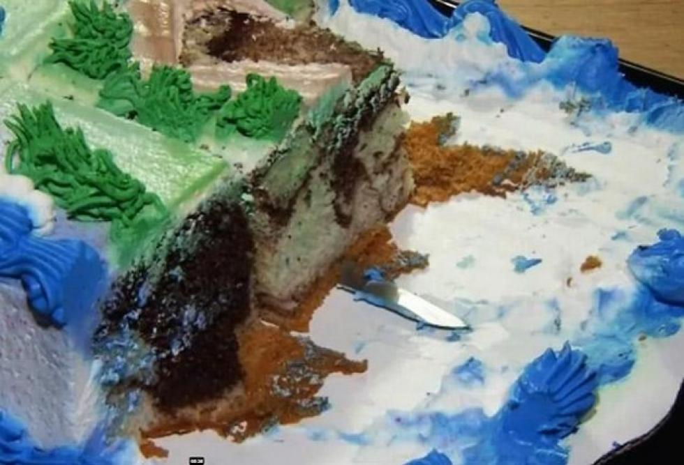 Disturbing Discovery Found In Wal Mart Birthday Cake