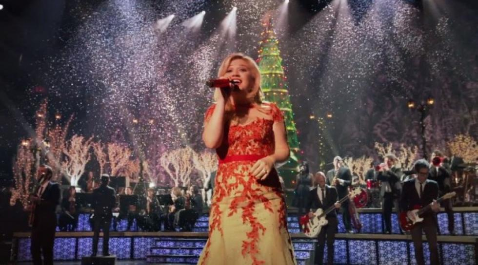 Kelly Clarkson\'s Christmas Special Is Coming! [VIDEO]